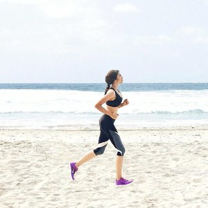 beach runs are always my favourite things to do to keep fit 💪🏼 come along and join in the festivities at the NRC event on the 16th and 18th June 2016 in Central Jakarta 🏃🏻🏃🏻 see the schedule on http://www.nike.com/id/en_gb/c/cities/jakarta #nikefree #clozetteid #nikewoman