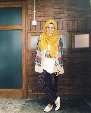 When life gives u a hundred reasons to cry, show life that u have a thousand reasons to smile. #clozetteid #vscom #clozetteambassador #staywarmLB #ootd #hijabootdindo