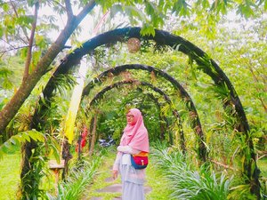"""we fall, we break, we fail. But then, We rise, we heal, we overcome."" Haseeeeeekkkkk..... Santai aja, nikmati semua prosesnya. Semua ada masanya.  Bag: @visvalbags Location: Glamping Ciwidey . . . . . #hijabtravellers  #hijabtravelling  #hijabtraveller  #wisatabandung  #WisataIndonesia #exploreindonesia #traveling #holiday #vacation #redtraveler #clozetteid #dolansebentar #CreateMoments #PesonaIndonesia  #travellerscantik #keluarbentar  #indonesiatravellerid #travellerindokece #dailyhijabtraveller #hijabindotraveller #petualanghijabers #petualanghijaber #hijab_traveller #hijab_travellers #glampinglegokkondang #wisataciwidey"