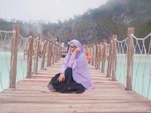 Sudah tak sabar menanti libur lebaran. Ada yang sama kaya gue?  Sedari tadi gue udah sibuk brosing wisata kuliner di Bondowoso,tak sabar buat jajan ini itu. Pulang nanti berat badan naik? Tak mengapa. Karena yang mahal berat bagasi pesawat, bukan berat badan penumpang. . . . . . #jilbabday #hijabtravellers #hijabday #hijabtravelling #hijabdaily #hijabtraveller #bandung #wisatabandung  #WisataIndonesia #exploreindonesia #traveling #holiday #vacation #redtraveler #clozetteid #dolansebentar #CreateMoments #PesonaIndonesia #yourtravelvoice #AladinGetaway #travellerscantik #keluarbentar #INDOFLASHLIGHT #infiatravel #TripZillaTraveller #ciwideybandung #kawahputih #wisataciwidey