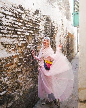 Lagi agak degdegan kalau mau liburan. Solusinya? Wisata mata liat foto traveling orang-orang aja di IG aja dulu. . Cuma di Lasem. Berkunjung ke rumah pembuatan tempe aja bisa instagramable gini. . Location: Lasem . . . . #hijabtraveller #hijabtraveling #indohijabers #hijabstyleindonesia #hijabtravellers #hijabersideas #hijabindotraveller #keceberhijab #ootdhijaberindo #travellerindokece #galerihijaber #hijabstylebyme #dailyhijabstory #ootdhijabnusantara #hijabstreetstyle #jilbabday #hijabday #hijabtravelling #hijabdaily  #WisataIndonesia #exploreindonesia #traveling  #clozetteid  #travellerscantik #keluarbentar  #lasemheritage #lasem
