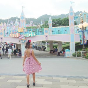 Playing around till drop in Hong Kong Disneyland#throwback ...#sakuralisha #independentwoman#indonesianbeautyblogger  #beautybloggers #travellife #travelblogger #travel #travelling #ootd #fashion #follows #followback #followforfollow #follow4follow #followme #likeforlike #like4follow #likeforfollow #like4like #outfit #fashions  #beautyblogger #outfits #hongkong #fashionoftheday #disneyland #outfitoftheday #clozetteid #traveller