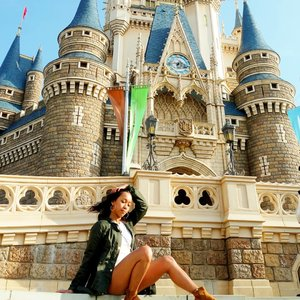 Oh hey Disneyland, I'm coming back. 😍😍 So, the next disneyland will be in France or California ? 😋😋 ....#sakuralisha #tokyo #tokyodisneyland #disneyland #independentwoman #japan #jepang #nihon #clozetteid #indonesianbeautyblogger #beautybloggers #travellife #traveling #traveller