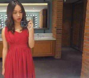 Lebih mirip Rihanna or Zoe Saldana ? 😅 . .  #sakuralisha #independentwoman #indonesianbeautyblogger #tuesday #beautybloggers #outfit #outfitoftheday #ootd #fashion #fashionoftheday #jakarta #follow #likeforlike #followforfollow #indonesia #beautyblogger #outfits #reddress #rihanna #instagood #zoesaldana #beautyenthusiast #fashions  #red #grandindo #clozetteid