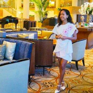 #TBT Uda lama banget nggak ngeblog and nggak bikin video exercises. I miss those routine. 😔 .....sakuralisha #independentwoman #indonesianbeautyblogger  #jakartalife #life #restaurant #cafejakarta #blogger #beautybloggers #beautybloggers #traveller #lifestyle #indonesia #curlyhair  #newyear2019 #beautyblogger #lookoftheday #newyear #brunch #jakarta #clozetteid #tannedgirl #grandhyatt #grandhyattjakarta