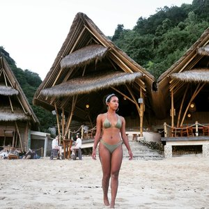 This year still decided to explore more places in this world. Planning visit some countries before end of the year, wish I can make it. 🙇🙇 Bikini by @niconicomare ....sakuralisha#independentwoman #indonesianbeautyblogger #clozetteid #bali #uluwatu #cafe #restaurant #pulaudewata #indonesian #indonesia #travellife #traveling #traveller #travel #tannedgirl #fitgirl #kulitsawomatang #travellingthroughtheworld #baliindonesia #travelgram #travellers #niconicomare #sundaybeachclub