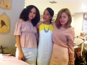 Akhirnya ketemu lagi. 😍😘😍 My gorgeous @agnesoryza and @stellalee92. Awesome girls yang penuh dengan bakat #beautypreneur 😉😉 Follow them if you want to know more how awesome they are. 😘😘 At #Oval #secantikmutiara  Event. ☺️ Happy Sunday.. 😘😉 #clozetteid #friends #friend #beautyblogger #beautybloggers #blogger #bloggers #bloggerindonesia #indonesia #indonesian #jakarta #indonesianbeautyblogger #internationalblogger #berandakitchen #beautyevent #launching #fotdibb #sakuralisha #friendship #bloggerlife #worldwide #femaledaily #beautyenthusiast #beautyinfluencer