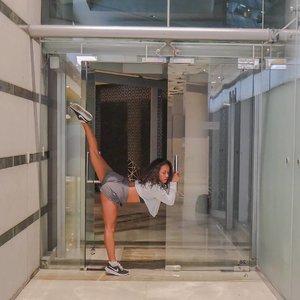 I like to challenge my self and learn new things. . . . . .  #sakuralisha #independentwoman #fitmodel #fitnessgirl #fitgirl  #indonesia #yogaeverywhere #yogainspiration #yogagirl #fitnessmotivation #gym #fitness #fitnessmodel #healthylifestyle #sports #clozetteid #health #fitspiration #yogachallenge #exercise #diet #dietsehat #healthylife #olahraga #hidupsehat  #fitnessenthusiast #jakarta  #splits #split #yoga @nike