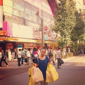 #throwback took this pic in front of Don Quijote ( ドン・キホーテ) in Akihabara. Wanna go back to Japan again in this year. >_< #pray #pray #wish #wish #clozetteid #japan #vacation #dreamcometrue #holiday #japanese #akihabara #donquijote #akb48 #beautyblogger #beautybloggerid #blogger #bloggerindonesia #internationalblogger #indonesia #holland #german #italy #newyork #world #paris #tokyo #sakuralisha #fashion #style