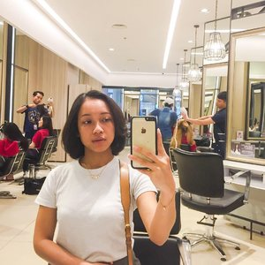New haircut 💇 for New Year 💃  Gonna have short haircut for the next 8 months. 🙈 Normally I will just let my hair grow. But not this time, I just had my hair cut last month actually, now more layer and shorter look. 🤗 Wanna play more with my hair. 💇💇💇 #sakuralisha #jakarta #grandindo #grandindonesia #haircut #shorthair #clozetteid #selfie #indonesian