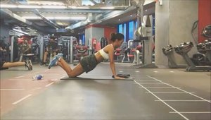 Knee push ups target upper chest, shoulders and tricep muscles. Jadi olahraga ini bisa membantu untuk mengecilkan lengan tangan kamu. 😚 ....  Sportswear : @nikesportswear @nike .#sakuralisha #independentwoman #indonesianbeautyblogger  #indofitness #fitmodel #fitnessgirl #fitgirl #pushups #followback  #followforfollow #likeforlike #instagood #likeforfollow #followme #like4like #follow4follow #instagram #sport #ootd #indonesia #fitnessfirst #dagelan #fitnessmotivation #gym #fitness #bodygoals #fitnessmodel #fitnessenthusiast #jakarta #clozetteid @indofitness