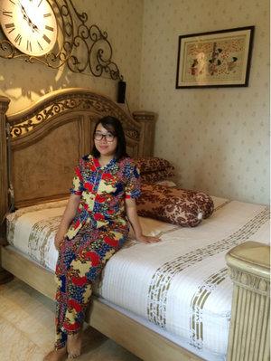 Melestrikan budaya indonesia seperti batik tidak hanya menggunakannya untuk berpergian keluar rumah. Untuk piyama juga cantik. Nyaman digunakan untuk tidur atau santai di rumah. Jadi jika ada teman atau tamu yang datang berkunjung, masi terlihat cantik menggunakan piyama batik.  . . #ootd #piyama #piyamabatik #batik #piyamacantik