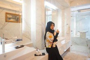 When lo staycation di Presidential Suite @thepapandayan yang kamar mandinya lebih gede daripada kamar lo di rumah, be lyke.. #instameet #instameettph #thepapandayan #nofilter #clozetteid