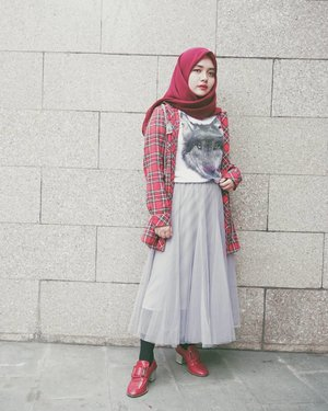 Gloomy saturday with red.Ditampi ya mih roknya. Lop yu @5andranova 😘....#modestfashion #happy #fashion #explorebandung #red #style #girl #skirt #tartan #afternoon #grey #wall #photooftheday #photography #ootd #hijab #throwback #art #weekend #vsco #vscocam #bandung #cafe #hijabstyle #tutuskirt #pink #yolo #hijabfashion #sonyforher #clozetteid