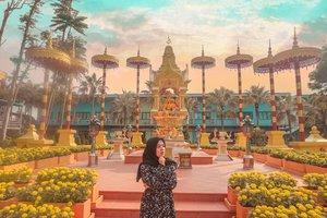 Masih w liatin... 😏#sky #clozetteid #girl #livefolk #vacation #instadaily #happy #pattaya #sunset #ootd #flowers #park #travelblogger #picoftheday #travel #hijab #yolo #tbt #thailand🇹🇭 #photoshoot #weekend #light #happiness #photooftheday #explorethailand #visitthailand #photography #outdoors #throwback #bangkok