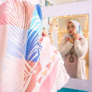 Ngaca dulu ah, biar nggak sibuk ngurusin orang lain. 🙈#ootd #quotes #livefolk #vacation #instadaily #airbnb #staycation #happiness #hijabfashion #pastel #throwbackthursday #travel #picoftheday #bohemian #pink #instatravel #hijab #girl #photoshoot #clozetteid #art #design #photooftheday #explorebandung #igers #photography #happy #throwback #bandung #mirror