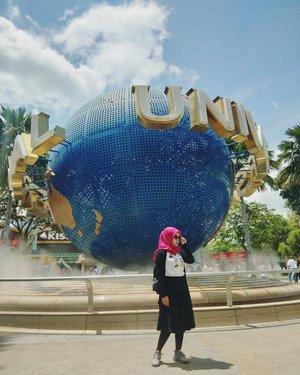 Ke 🇸🇬 demi foto sama UNI. 😑 . . . . . .  #vsco #vscocam #vscogood #livefolk #vacation #instadaily #universalstudiosingapore #ootd #yoursingapore #girl #clozetteid #throwbackthursday #travelblogger #picoftheday #travelgram #singapore #lfl #exploresingapore #singapore #photoshoot #USS #visitsingapore #hijab #photooftheday #likeforlike #yolo #photography #outdoors #throwback #like4like