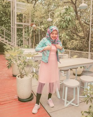 Ekspresi lo ketika bentar lagi THR-an ~#girl #sunset #pink #livefolk #smile #instadaily #earth #traveling #sky #park #wonderlust #throwbackthursday #travelblogger #picoftheday #sonya5100 #green #denim #hijab #photoshoot #indonesia #bandung #explorebandung #photooftheday #ootd #travel #photography #outdoors #throwback #clozetteid⁣⁣