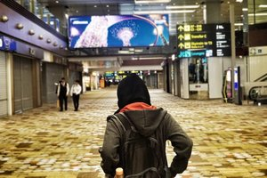 "Selalu ingat pesan Ibu: ""Kemana pun kamu pergi, tolong Tupperware dibawa pulang lagi dengan selamat tanpa cacat sedikit pun ya, Nes""  Me: 🚲 . . . . . .  #vsco #vscocam #vscogood #livefolk #lounge #instadaily #plane #building #hijab #indoors #changiairport #blogger #instatravel #picoftheday #travel #travelgram #flight #exploresingapore #singapore #photoshoot #clozetteid #visitsingapore #airport #photooftheday #likeforlike #interior #photography #travelblogger #throwback #like4like"