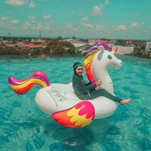 Gpp norak, yang penting bisa naik yang online-online itu. 🦄😂 ⁣⁣Floaties by @sewafloatboyolalisolo⁣⁣#swimming #livefolk #blue #lifestyle #earth #traveling #nature #unicorn #wonderlust #throwbackthursday #travelblogger #picoftheday #happy #metime #solo #sky #hijab #photoshoot #indonesia #art #exploresolo #photooftheday #ootd #travel #photography #outdoors #weekend #hotel #clozetteid #girl