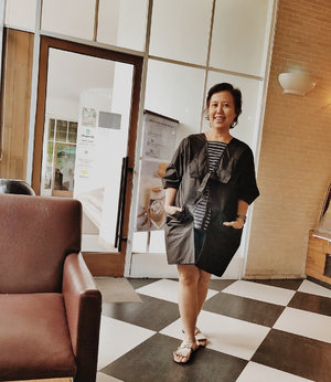 #metime with my mom here at @starbucksindonesia  My hidden intention was to ask my mom's help taking photos of me. Loves this new top by @emmythee123 😘😘😘 . . #clozetteid #longweekend #fashion #starbucksindonesia #ootd #ootdshare #outfit #swag #fashionpost #weekend
