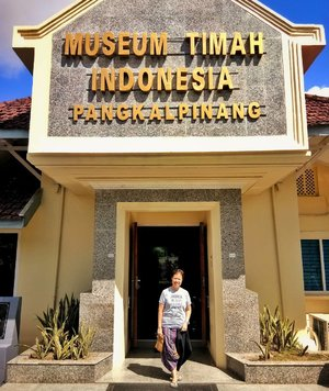 Island of #bangka has a long time history being #tinmine location. So it was no surprise when we #Travelingbangka our tour guide took us to this museum. You will get to see various types of tin and their use for daily activities. . photo taken with @vivov5plus  #vivov5lite . #ethnicpants by @baju_beda . . . . . . #bangka #jalanjalanbangka #bajubedabydiah #clozetteid #visitbangka #indonesiatourism #bangkatourism  #travel #vivoindonesia #traveling #socialenvy #shopstemdesigns #vacation #visiting #instatravel #instago #instagood #trip #holiday #photooftheday  #tourism #tourist #instatraveling