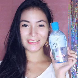 .Friyay!!!Bebaskan juga wajahmu dari 3 lapisan kotoran, seperti makeup, polusi dan minyak berlebih dengan produk terbaru dari @senkaindonesia. Yang aku pakai untuk membersihkan wajah di sebelah kanan wajahku ini adalah Senka All Clear Water dengan Fuji Sakura Essence.Soon aku bakal review lebih lengkap di #anitamayaadotcom..Eh tapi klo ga sabaran mau coba, bisa beli di @sociolla yaa...#senkamakeupremover #senkaallclearwater #senka #sociollabloggernetwork #bloggerslife #Clozetteid