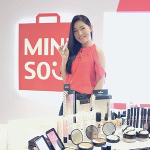 . Earlier today, Aku dateng ke acara #minisofansfestival2018 di Laguna Atrium, Central Park. Selain bisa cobain rangkaian Mini Poni Makeup Collection by Miniso, aku juga belajar tips dan makeup hacks bareng @marcelinecarlos  disini. Thank you so much, @minisoindo dan @clozetteid for having me 😍💕 . #Clozetteid #minisoindo #MinisoIndoxClozetteID #miniso #bloggerslife #lifestyleblogger #makeup #makeupaddict #potd