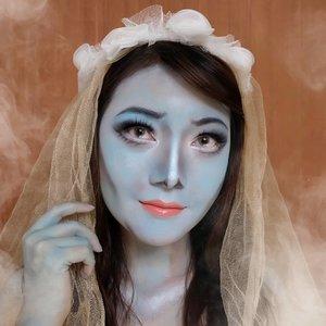 Who's ready for #Halloween 👻  Siapa tau lg butuh inspirasi buat virtual halloween party.. Wkwkwk..  ✨ Me as Emily the Corpse Bride, One of my favorite movie from Tim Burton ✨ Btw, mahkota bunga dapet minjem dari anaknya @ferlita49 😂  #halloween #halloween2020 #halloweenmakeup #halloweenmakeupidea #corpsebride #makeup #facepaint #wakeupandmakeup #beautyjournal #jakartabeautyblogger #bloggerperempuan #ClozetteID #sociollabloggernetwork #anitamayaadotcom #bloggerslife #beautyblogger