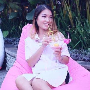. Hey, holiday!! I'm waiting for you 💕 📸 @roosvansiaaa . #holidaymood #pengenliburan #tapi #banyakdeadline #bblogger #bloggerslife #clozetteid #potd #bestoftheday #summertime #summerbreeze #happiness