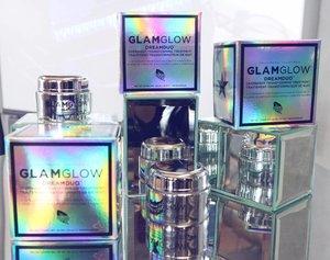 . 🎤...can you see the GLOW tonight 🎤 . Nyobain pake ini, #glamglow #dreamduo #sleepingmask biar besok pagi bisa foto #iwokeuplikethis 😂😂 . #glamglowindonesia #beautybox #beauty #mask #pack #skincare #skincareaddict #skincarejunkie #beauty #makeup #clozetteid #bblogger #bloggerslife #bestproduct