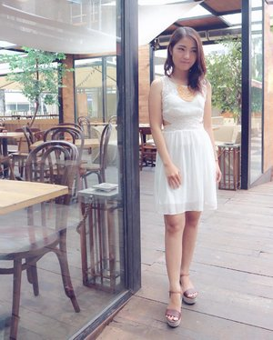 .Prove yourself to yourself, not others 💪�.#ootd #whitedress #bblogger #bloggerslife #clozetteid #latepost