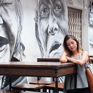 . Hari Senin ayo semangat jgn lesu begini yaa... 💪🏻 . #clozetteid #bloggerslife #visitsingapore #singaporetrip #wheninsingapore #mural #grafitti #potd #bestoftheday