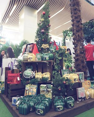 . Need a perfect Christmas gift idea for your friends? Go check out @thebodyshopindo stores 🎅🏼🎄 . #JungleBells #JingleintheJungle #ClozetteID #ClozetteIDxTBS #TBSIndo #TheBodyShop #ChristmasGift #ChristmasGiftIdea #bblogger #bloggerslife #mommyblogger
