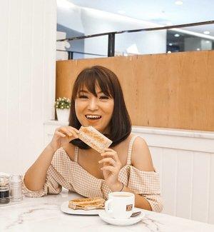 Eat diamond for breakfast, and shine all day ✨.📸 @budiartiannisa📍 @toastboxind#happiness #selflove #thanksGod #enjoyyourlife #anitamayaadotcom #bloggerslife #lifestyle #beauty #clozetteid