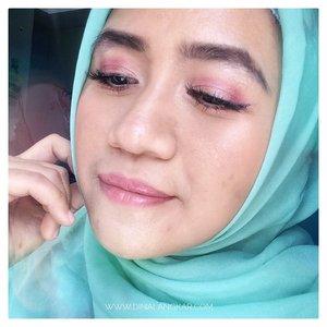 Senyumin aja tsayyy 😛.#bloggerbanjarmasin #bloggermom #beautybloggerindonesia #beautyanthusiast #bloggirlsid #beautyzoneborneo #femalebloggerbjm #clozetteid #belajarmakeuppemula #kbbvmember #beautiesquad