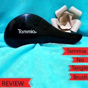 📣 REVIEW SISIR ANTI KUSUT📣Sisir yang desainnya seperti ikan paus ini dari @tammiaonline. Dengan desain yang seperti itu memudahkan dalam menggenggam,dan ini ringan banget, travel friendly.Sisir bukan sembarang sisir,karena pertama sisiran rambut jadi lebih halus,mudah ditata. Bisa untuk rambut basah atau ikal sekalipun..Review lengkapnya di blog aku ya (klik link bio)https://strawberrymisire.wordpress.com/2019/04/06/review-tammia-no-tangle-brush/.YThttps://youtu.be/lRZDMdv_UxA..Thank you @tammiaonline @beautysecretsquad #tammiaonline #tammianotanglebrush #sisirantikusut #clozetteid