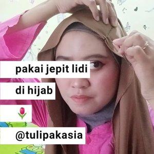 HIJAB JEPIT LIDI.Dulu waktu masih sekolah belum berhijab suka pake jepit lidi dibentuk huruf V,W,X ya caranya sih tinggal di atur aja kayak di videoku ini.Dulu tuh sampe banyak gitu disisi rambut kanan kiri 😁😂 tapi sekarang berhijab masih bisa juga kok kita pake biar hijab gak nampak polos. YThttps://youtu.be/gEuSLAZm2tU.#jepitlidi #jepitlidihitam#jepitbobpins #bobpins #hairclip #jepitmasakecil #jepitrambutlidi #jepithijab#bloggerperempuan #clozetteid #jepitanhijab