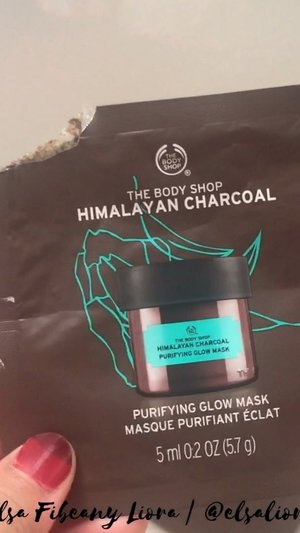 Mask Pack The Body Shop seri Plump & Radiant mask Isinya ada 3 masker ukuran 5 ml, Himalayan Charcoal, Chines Gingseng dan British Rose 👌 . Review lengkapnya udah tayang di chanel Youtube aku ya 🥰 Link nya ada di bioo 😍👌 . 〰️ #REVIEWBYELSALIORA #beautygoersid #beautiesquad #pkubeautyblogger #beautybloggerpekanbaru #beautilosophy #beautybloggerindonesia #kbbvmember #clozetteid #atomcarbonblogger #indonesianhijabblogger #indonesianbeautyblogger #bbloggerid #bloggerceria #kbbvbeautypost #reviewbyelsaliora #setterspace #kbbvfeatured #bloggerperempuan #bloggirlsid