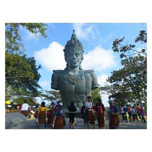 One of my best photo at Bali! Duh gagal move on nih dari Bali, pengennya sih liburan lagi kesana. Oh iya, sudah baca postingan aku tentang liburanku ke Bali kemarin? Baca di blog aku yuk di http://www.laucchi.com/2017/08/life-laucchis-travel-log-liburan.html?m=1 atau klik link di bio ya! . #baliisland #bali #uluwatu #garudawisnukencana #travelspot #travellingram #holiday #bloggerperempuan #bloggerindonesia #indonesianbeautyblogger #instagood #instadaily #picoftheday #clozetteid #enjoyindonesia