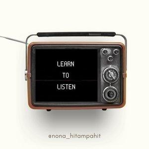 """BELAJAR MENDENGAR DAN DIDENGAR𝙇𝙀𝘼𝙍𝙉 𝙏𝙊 𝙇𝙄𝙎𝙏𝙀𝙉 𝘼𝙉𝘿 𝙏𝙊 𝘽𝙀 𝙃𝙀𝘼𝙍𝘿Kita manusia, diciptakan 2 telinga dan 1 mulut. Most people often forget that we have one mouth and two ears, which means we should listen twice as much as we speak. Listening is an art, a path to other people's heart, an effort requiring patience, sometimes a battle with yourself, and a skill you need to learn in order to evolve as a person Sering kali kita sulit belajar mendengarkan orang lain. Lebih seringnya kita selalu mau didengar tanpa mengindahkan bahwa orang lain juga ingin didengar. Kita terlalu sibuk mengurusi urusan kita sendiri dan berpusat pada, """"aku… aku… aku… dan aku…""""𝐌𝐄𝐍𝐆𝐇𝐀𝐑𝐆𝐀𝐈Menghargai waktu. Ketika proses didengar dan mendengar terkadang kita kurang menghargai orang lain. Hal kecilnya adalah seringnya kita sibuk dengan perangkat lunak dan lebih memilih mencampuri kehidupan orang lain yang kadang kita sendiri tidak dekat atau bahkan tidak kenal sama sekali di media sosial. Dan kita lupa, bahwa memang ada kehadiran orang didekat kita, di hadapan kita yang sedang butuh didengarkan.Ketika orang itu hadir, bertemu. Tandanya ia menginvestasikan sebagian dari 24 jam yang ia miliki untuk kita. People yearn to be heard. They have so much going on in their life and head, that everyone who is willing to just sit and listen to them is like their savior.So why don't you help someone today by listening to what they have to say?  You may be surprised what a positive effect on you this may have.—————————————————————————#Nona_HitamPahit #clozetteID #beautyblogger #tannedgirl #quoteoftheday #followme #beautyjournal"""