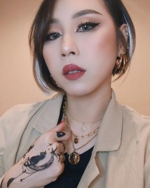 Magic doesn't suit everyone 🧙‍♀️ 🔮  #ladies_journal #clozette #clozetteid #makeup #makeupartist #motd #selfie #indobeautygram #indobeautysquad #100daysofmakeup #indonesia #asiangirls #asian