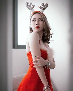 Hi Rudolph 🦌 . . . 📸 @oneclickwonders . . .  #ladies_journal #christmas #santa #holiday #rudolph #costume #clozetteid #clozette