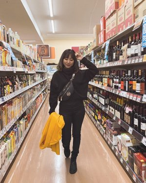 When row of supermarket become your #ootd spot in Japan 🇯🇵🤓 #ladies_journal #fukuoka #japan #fennyxjapan #asiangirls #asian #indonesian #clozetteid #clozette #winter #winterfashion