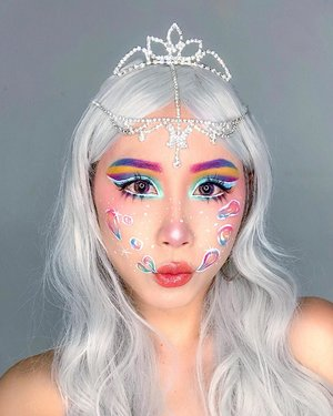 Bubbles 🛁  Inspired by @jamescharles . . . Key products: 💕 @armanibeauty Luminous Silk Foundation 💕 @nyxcosmetics_sg Angel Veil Skin Perfecting Primer; High Definition Blush in Baby Doll & Summer; Pump it up lip plumper 💕 @katvondbeauty Alchemist Holographic Palette; Ink Well Liner in White Out 💕 @makeupforeversg 12 Flash Color Case 💕 @juviasplace The Masquerade Palette 💕 @benefitcosmeticssg Boi-ing Airbrush Concealer 💕 @maxfactor Lipstick in Maroon Dust . . .  #ladies_journal #bubble #bubblemakeup #makeupideas #makeuptutorial #makeup #makeupartist #makeuptransformation #beauty #motd #makeuplife #sfxmakeup #sfx #sfxmakeupartist #5fingerssfx #specialeffectsmakeup #facepaint #facepainting #clozette #clozetteid