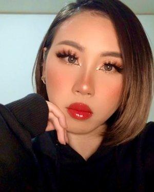 It's FRIYAY !!!!  Okay bee stung lips 🐝 👄  YAY or NAY ?  #ladies_journal #asia #asian #friday #mood #makeup #motd #clozetteid #clozette #clozetteco #selfie #beauty