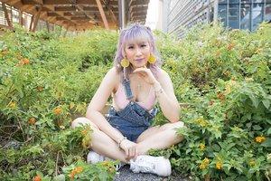 (っ◔◡◔)っ ♥ 💜 ♥Waiting for someone to offer me lemonade 🍋 at the wrong garden 🤷♀️ #iamnotagardener Photographer: @eeelijahryan #ladies_journal #clozette #clozetteid #ootd #pastel #photography #photooftheday