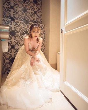 Life is balance of holding on letting go. 📸 @fermata_weddings 👗 @queenofheartssg 💁🏼♀️ @katherineseakx99 @99percenthairstudio 💄 @makeupby.fenny . . . #ladies_journal #bridal #weddingdress #wedding #fashion #ootd #clozetteid #clozette #bride #bridalmakeup #bridalhair #bridestory #style