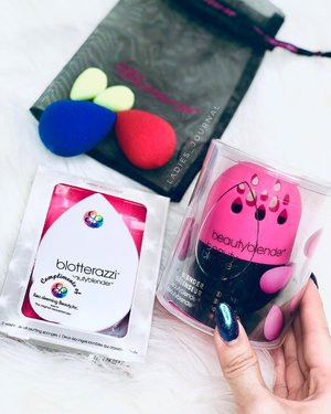 ⚠️ SHOPPING 🛒‼️ @beautycarousel is having #GSS and is offering awesome discount off @beautyblendersg up to 40%. ❗️You can get special deal like FREE micro.mini (worth $29) with every purchase of beautyblender' newly released foundation- Bounce! 👉🏻 Head over to @beautycarousel (www.beautycoraousel.com) to check out any other awesome deals!  Happy Shopping 🛍 and stay beautiful ✨  #ladies_journal #beauty #makeup #beautyblender #shop #clozette #clozetteid #flatlay