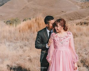 Beyond thankful for you 💖..Suit @satyagrahaofficial Dress @haze_be_wear MUA & hairdo @makeupbyheny .📷 @sheerss_id @zakhrihrp #sheerssHari....#clozette #clozetteid #bridestory #thebridestory  #sumba #sumbaprewedding #ntt #eastnusatenggara #preweddingsumba #exploresumba #travel #portrait #inspirasiwedding #sumbatimur #bukittenau